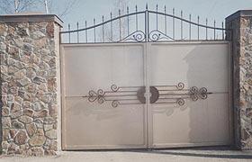 Ворота распашные металлические с элементами ковки N 5