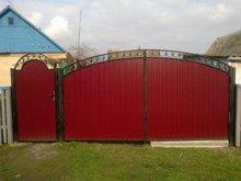 Ворота распашные из профнастила с элементами ковки № 6