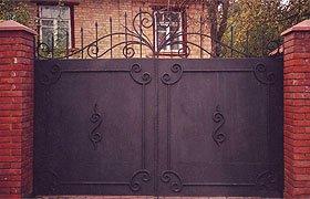 Ворота распашные металлические с элементами ковки N 10