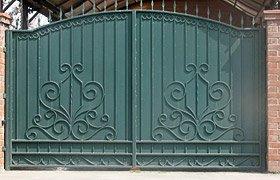 Ворота распашные металлические с элементами ковки N 11