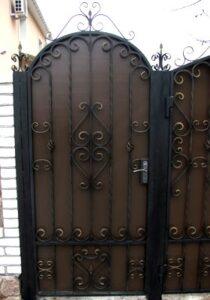 Распашные ворота в Киеве, Украине
